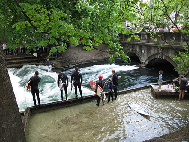 Surf x rock rio surfing en munich for Jardin anglais munich surf